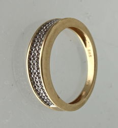 Yellow gold eternity ring with 72 brilliant cut diamonds of in total 0.72 ct G/VSI