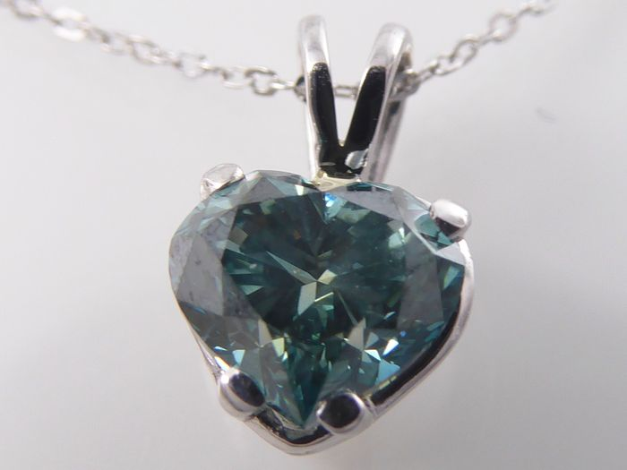 White gold necklace with heart shaped diamond of 1.05 ct, intense fancy blue colour