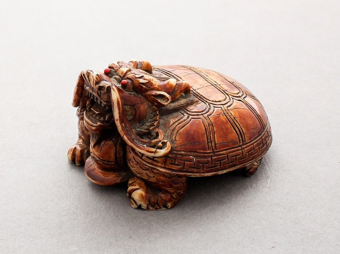 Tortoise in stained ivory - China - 19th century