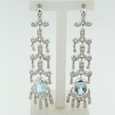 Dangling white gold earrings with 128 octagon cut diamonds and 2 topazes, approx. 4.10 carat in total