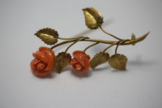Hand-crafted yellow gold brooch with carved coral.