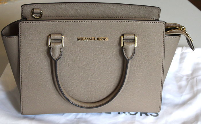 f73e307a1b915 Michael Kors – Selma – Small handbag   shoulder bag - Catawiki