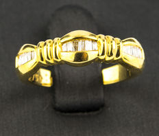 Yellow gold ring with 17 diamonds
