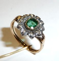 Ring from around 1900 or earlier, made of 585 / 14 kt with silver head and 10 diamonds