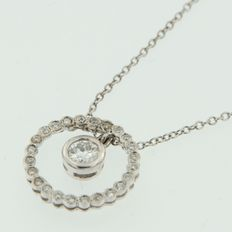 18 kt white gold necklace with a diamond pendant