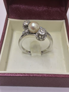 You & Me ring in gold, pearl and diamonds of 0.52 ct