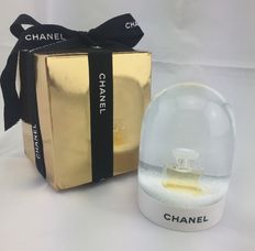 Chanel – Snow Dome
