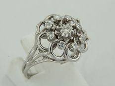 18 kt white gold cluster ring with diamonds, ring size 16.5 (52)