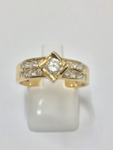 Gold (18 kt) ring with 0.96 ct diamonds  Top Wesselton