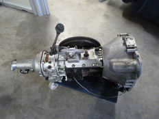 Jaguar Daimler - Rare full synchro gearbox with overdrive - Bell Housing