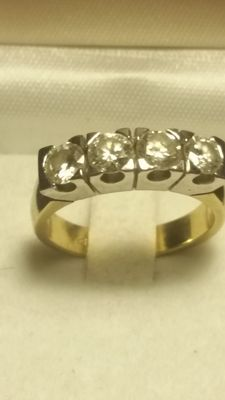 Ring in 18 kt gold with 4 diamonds