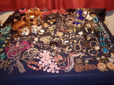 A massive lot of  Decorative Jewellery from estate clearance over 190 items.