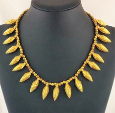 Antique Indian necklace in 22 kt yellow gold, early 1900s, Himachal Pradesh