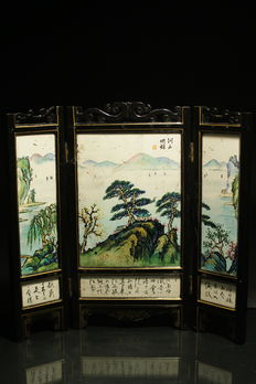 Table screen with calligraphy, painted porcelain and varnish - China - late 20th century