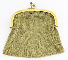 Clutch made of 18 kt gold mesh with sapphires, circa 1900