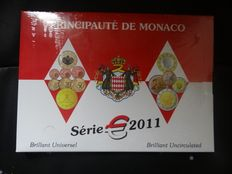 "Monaco – Year pack 2011, including 2 Euro ""Marriage""."