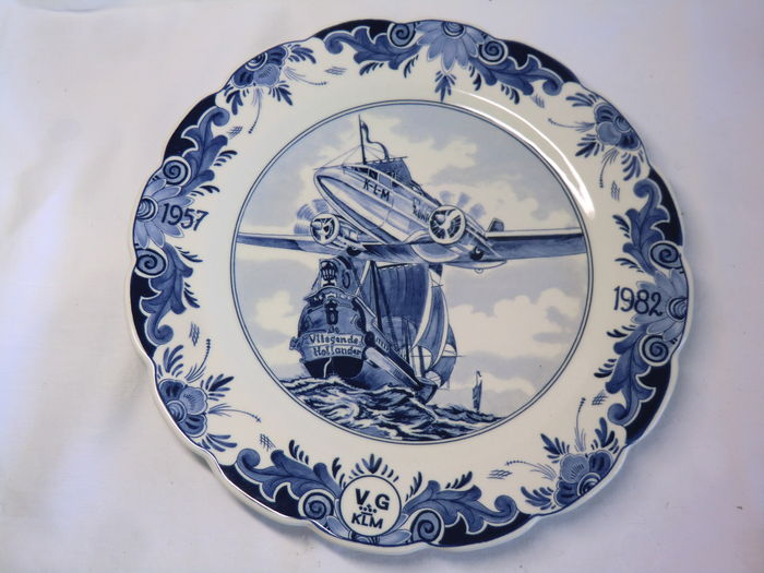 "KLM - commemorative plate 'Regina' - ""De vliegende Hollander (the Flying Dutchman) 1982 - Theodorus Niemeijer - Vliegende Vleugels - 1948"