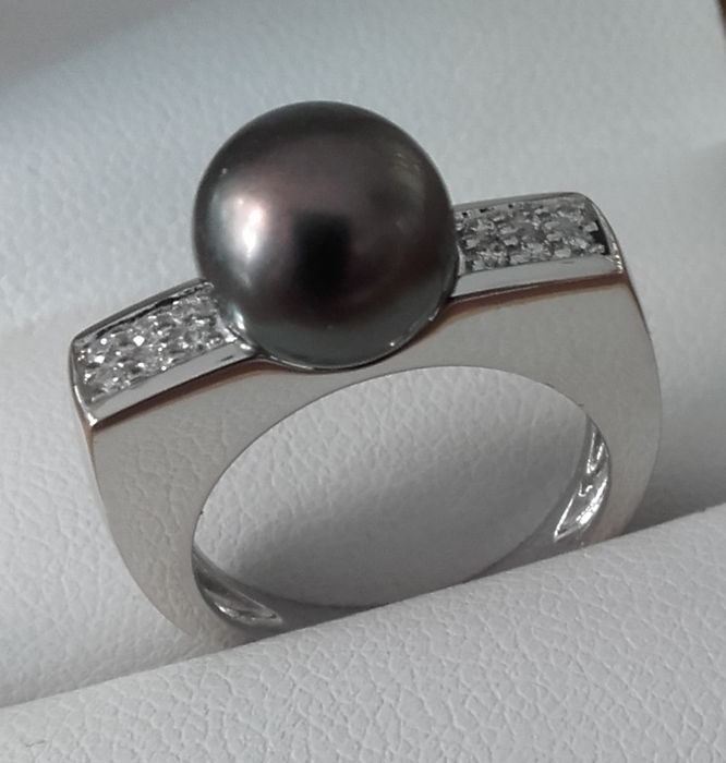 Anello da donna in oro con perla coltivata nera e diamante
