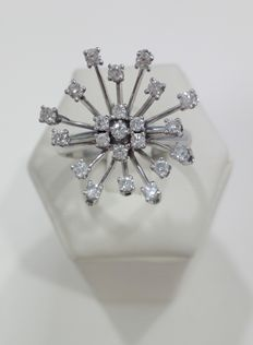Flower-shaped ring, in 750 white gold, with natural diamonds totalling 0.90 ct approx.