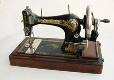 Singer 28K hand sewing machine with curved protective cover with lock and key, 1916