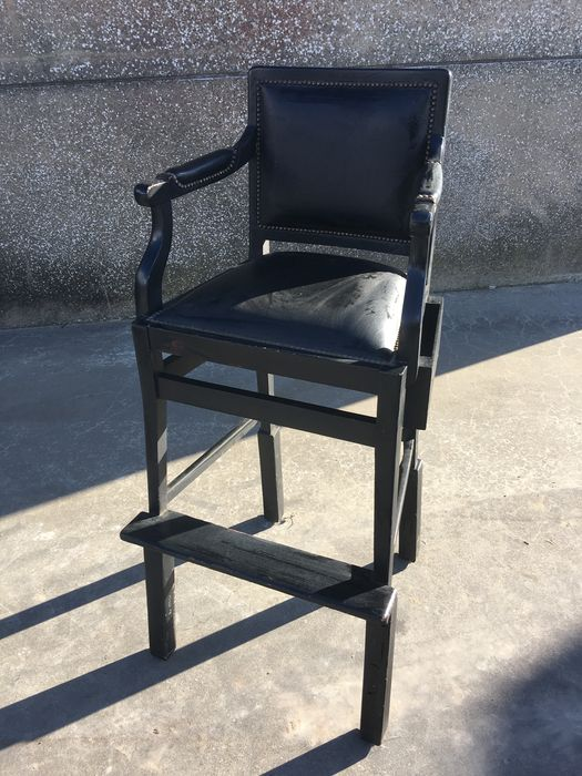 Exclusive and authentic high chair for a croupier from a - Vente exclusive belgique ...