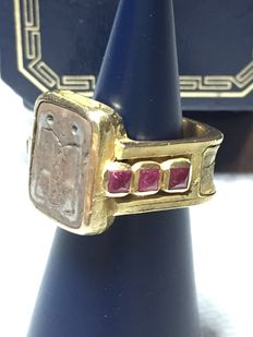 Antique ring, in 18 kt gold and rubies.