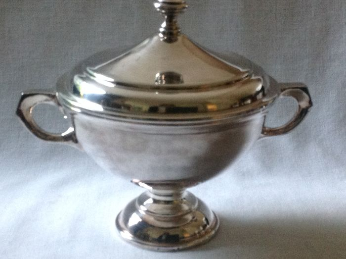 Silver plated sauce bowl with cover, Hutchenreuter