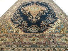 Kayseri - 294 x 201 cm. - Finely finished carpet in great condition.