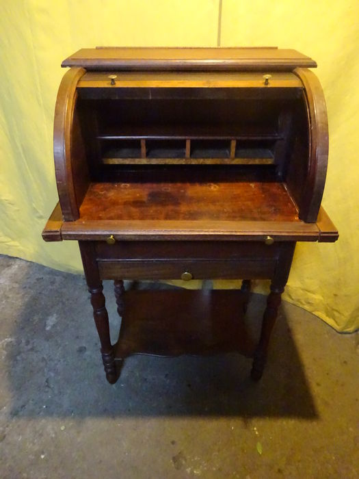 A small model walnut or mahogany ladies cylinder desk - ± 1900/1920