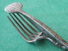 Wrought iron travel cutlery - Fork & Knife - 17th century - Shell and heart  - 16.0 cm