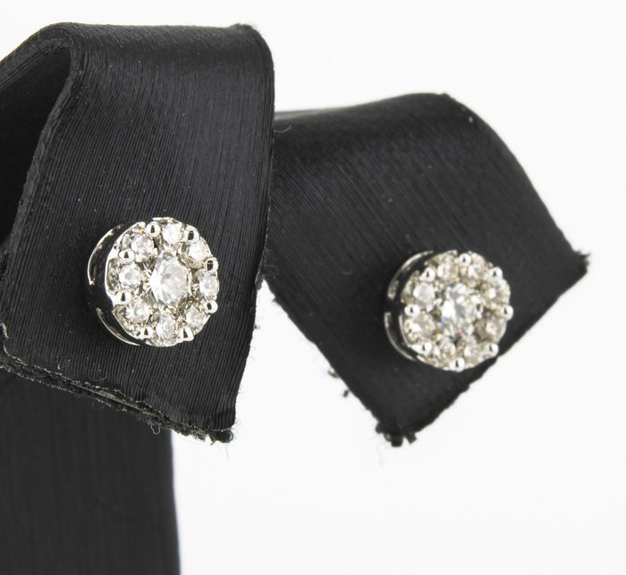 Stud earrings made of white gold with 18 brilliant-cut diamonds in a pressure setting