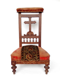 Walnut kneeler chair. 19th century