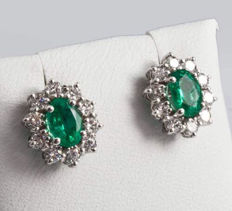 Earrings with 1.25 ct Emeralds, surrounded by 0.8 ct diamonds, F/VS