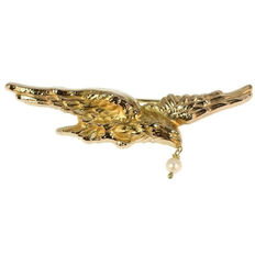 Victorian antique gold flying eagle brooch with dangling pearl, anno 1880
