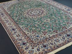 "Nain – 308 x 204 cm – ""Exclusive Persian rug in green with silk, in beautiful condition."""