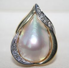 Goldsmith's ring with a very large Mabe pearl and diamonds