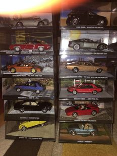 Fabri James Bond Collection - Scale 1/43 - Lot with 33 models with magazines 2006-2010