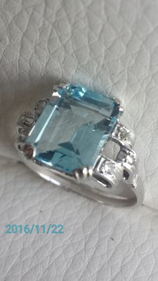 Gold ring with diamonds and sky blue topaz – Low reserve price