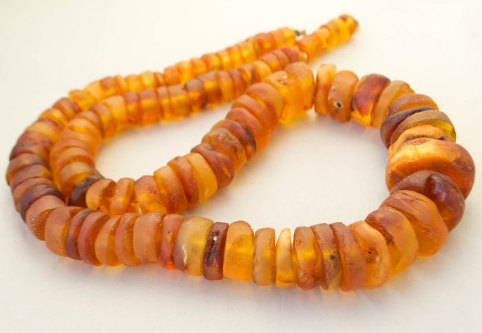 18-20th century Baltic amber necklace, in butterscotch, honey color