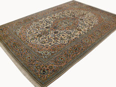 Very beautiful Persian carpet, Kashan, 3.08 x 2.04, hand-knotted of genuine wool on cotton, Iran, oriental carpet in top condition