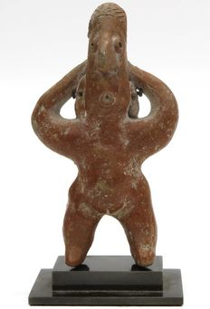 Pre-Columbian figure of the Colima culture from Mexico incl. luxurious metal stand - 13 cm