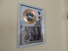 Decorative Gold Plated Cd Queen With 3 Guitar Pics Signed Picture Reprint -