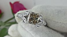 IGL 1.89 ct FANCY BROWN princess diamond ring in 18 kt white gold