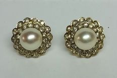 Earrings with South Sea pearls, 8.5 mm, and diamonds, approximately 1.10 ct.