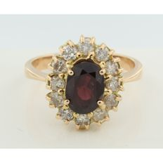 18 kt rose gold rosette ring with brilliant cut diamond and oval garnet