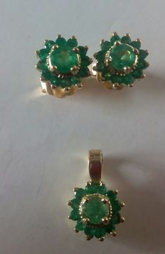 Set of earrings and pendant, 18 kt gold with emeralds