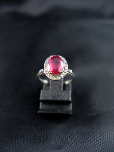 Daisy ring in gold and platinum set with a rubellite and diamonds - Circa 1920