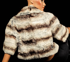Luxurious fur bolero chinchilla genuine fell horizontal stripes fur jacket light and soft shoulder jacket