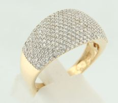 18 kt bicolour gold ring set with 125 octagonal cut diamonds