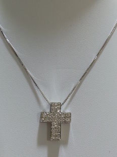 Necklace with cross-shaped pendant, with 1.10 ct diamonds (Colour: H - Clarity: VVS2) – 50 cm